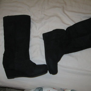 VENTIANNI FAUX SUEDE WEDGE HEEL BOOTS 7.5*FREESHIP